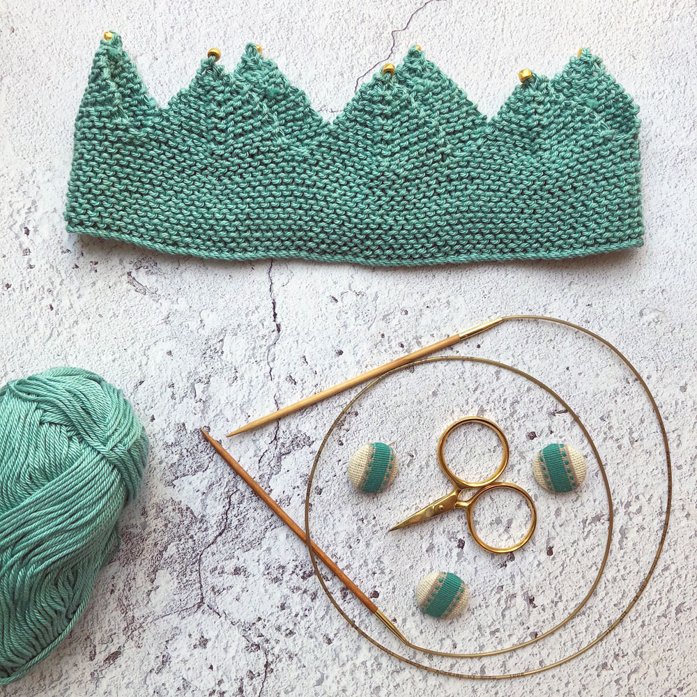 knitted crown flatlay low res